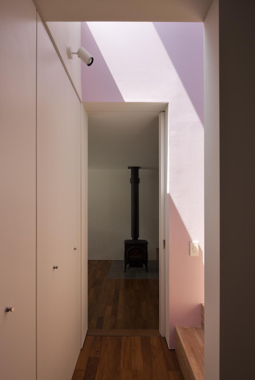 凹みのいえの部屋 廊下2