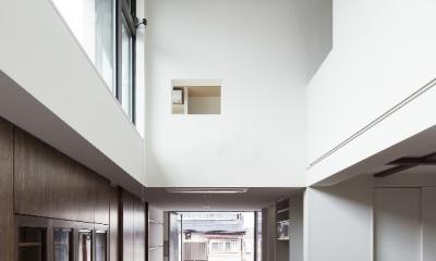 彩ちゃんの家〜大きな吹き抜けサロンのあるバリアフリー対応住宅【大阪市】 (サロン)
