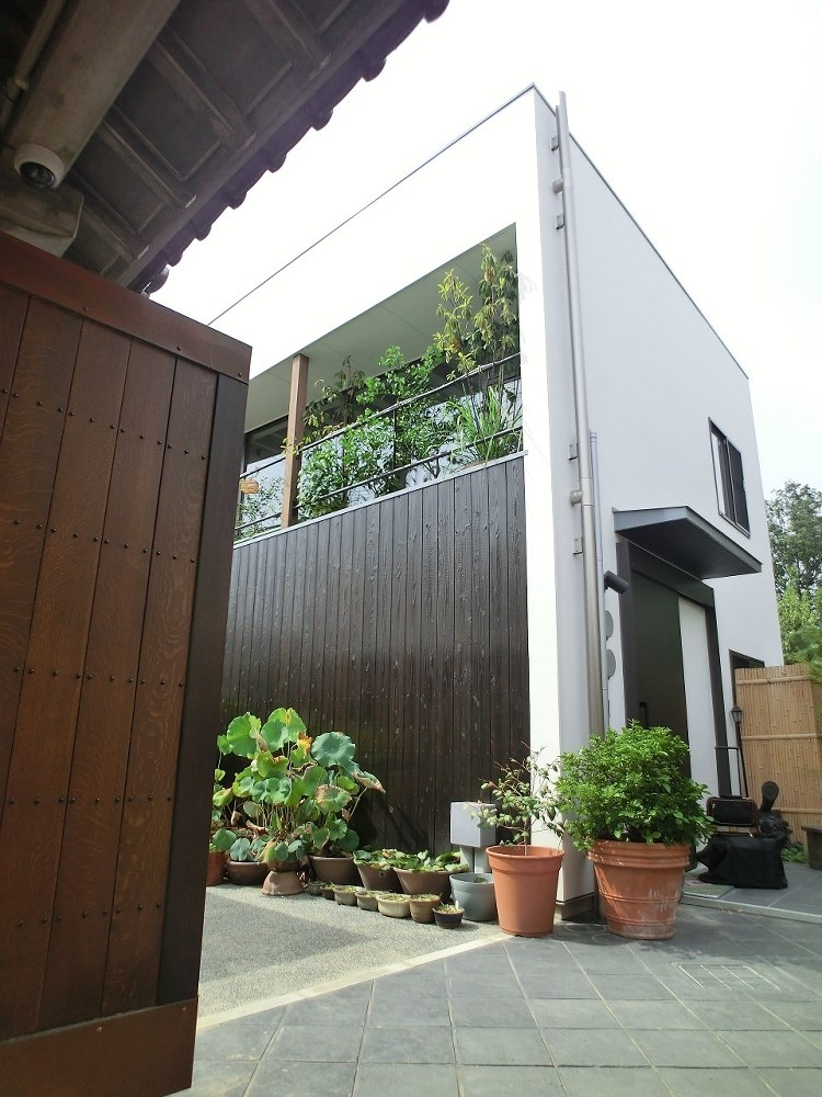 彩ちゃんの家〜大きな吹き抜けサロンのあるバリアフリー対応住宅【大阪市】 (外観)