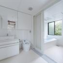 彩ちゃんの家〜大きな吹き抜けサロンのあるバリアフリー対応住宅【大阪市】の写真 洗面室・浴室