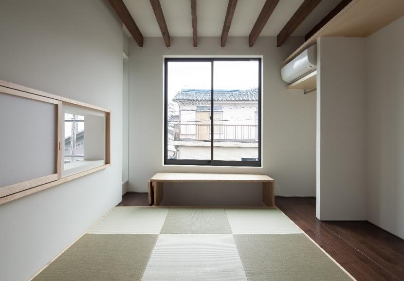 彩ちゃんの家〜大きな吹き抜けサロンのあるバリアフリー対応住宅【大阪市】 (和室)