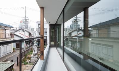彩ちゃんの家〜大きな吹き抜けサロンのあるバリアフリー対応住宅【大阪市】 (バルコニー)