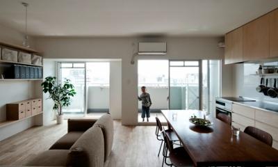 引き算の家|シンプル・ナチュラルなマンションリノベーション【京都市】 (既存の間仕切り・天井を撤去した大きなLDK。)