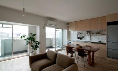 既存の間仕切り・天井を撤去した大きなLDK。|引き算の家|シンプル・ナチュラルなマンションリノベーション【京都市】