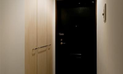 引き算の家|シンプル・ナチュラルなマンションリノベーション【京都市】 (無駄な装飾を取り払ったシンプルなエントランス)