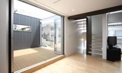 T+Kハウジング 2つの庭をもつ2世帯住宅 (リビングダイニングとつながるルーフテラス)