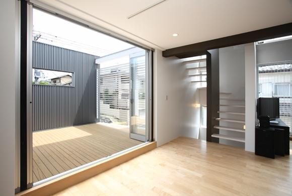建築家:奥村理絵「T+Kハウジング 2つの庭をもつ2世帯住宅」