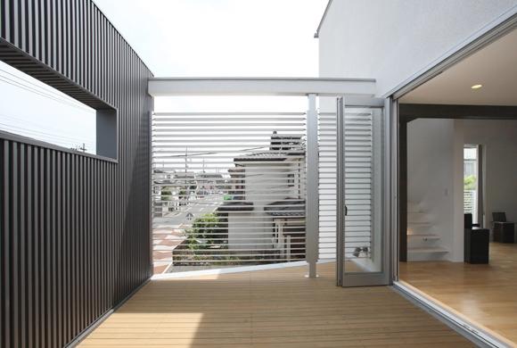 T+Kハウジング 2つの庭をもつ2世帯住宅の部屋 ルーフテラス