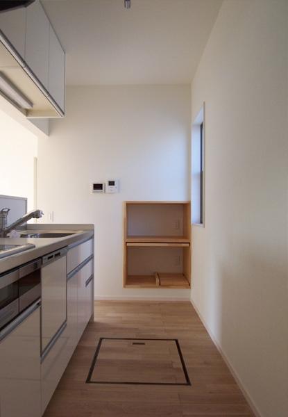 函の家の部屋 LDKとゆるやかに仕切ったキッチン