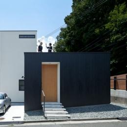 外観 (小さな中庭と大きな縁側|プライバシーを守りながら開放的に住む住宅【奈良県生駒市】)