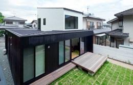 小さな中庭と大きな縁側 プライバシーを守りながら開放的に住む住宅【奈良県生駒市】 (外観)