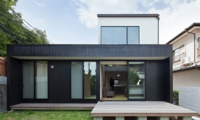 小さな中庭と大きな縁側|プライバシーを守りながら開放的に住む住宅【奈良県生駒市】 (外観)