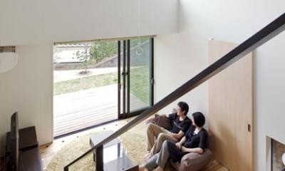 吹抜と縁側のあるリビング|小さな中庭と大きな縁側|プライバシーを守りながら開放的に住む住宅【奈良県生駒市】