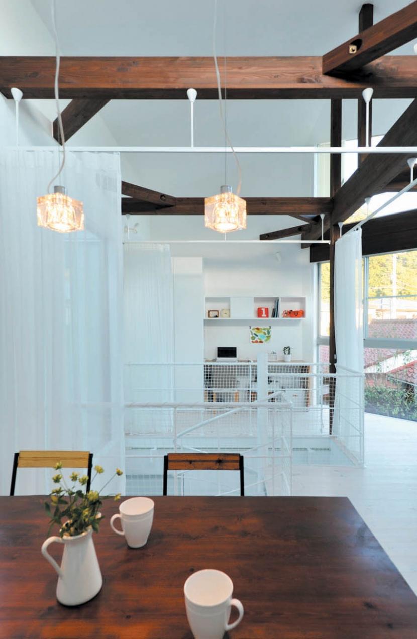 建築家:谷田一彦/日野志保「逗子山の根の家」