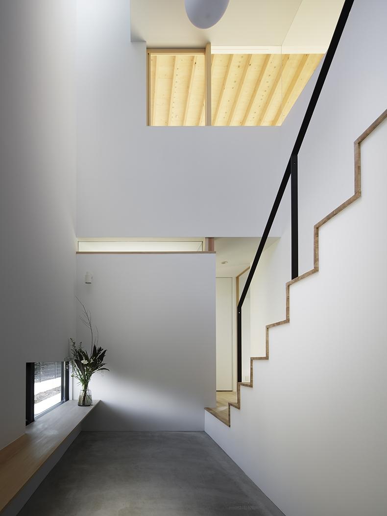 木漏れ日の家の部屋 階段」