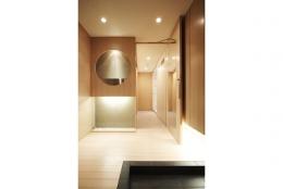 TM邸 和モダンを基調とした2世帯リノベーション (エントランスホール)