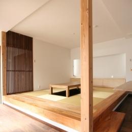 風景が透過する和モダンの家 (畳ダイニング)