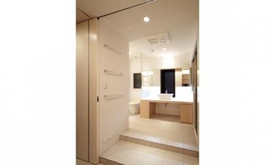 TM邸 和モダンを基調とした2世帯リノベーション (開放的で美しい洗面室)