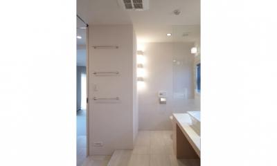 TM邸 和モダンを基調とした2世帯リノベーション (開放的で美しい洗面室2)