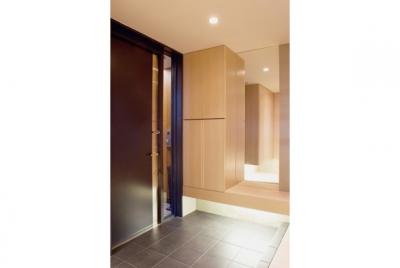 TM邸 和モダンを基調とした2世帯リノベーション (玄関)