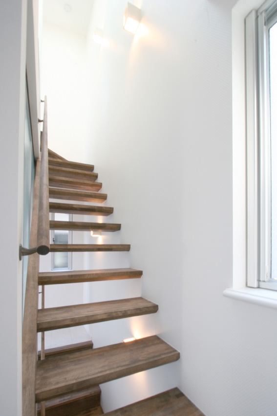 清凜の家の部屋 透けた階段