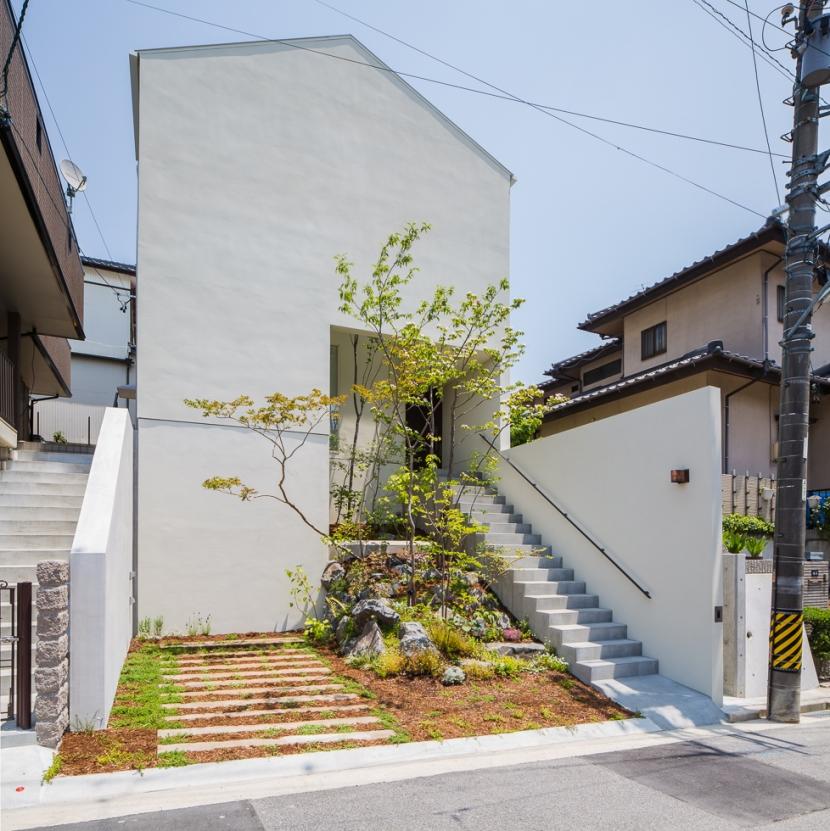 横井 努「丘の家」