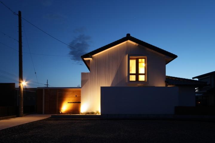 ぶらさがりがいっぱいの家の写真 F17