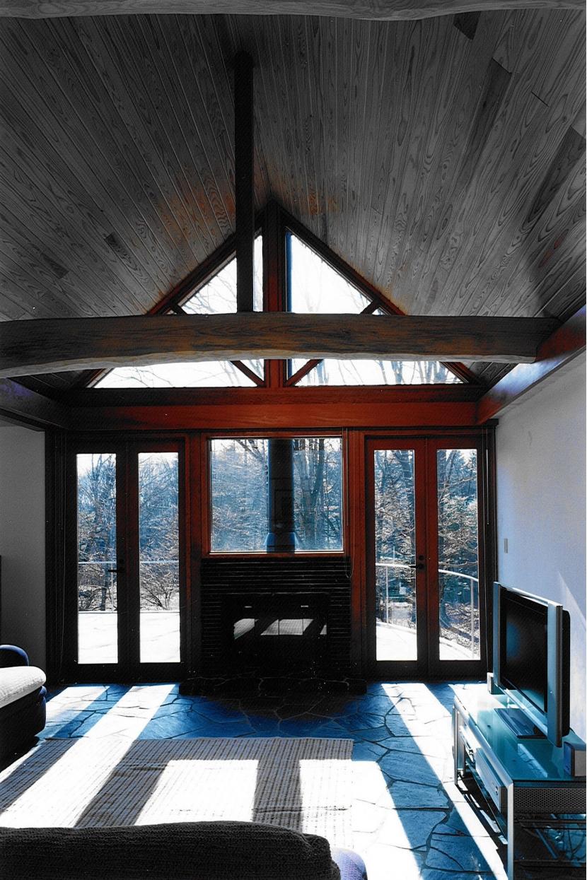 軽井沢の家4 (リビング、暖炉)
