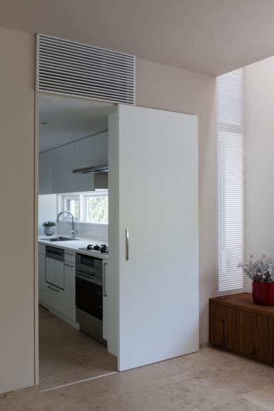 緑と風と光の家 (キッチン 1)