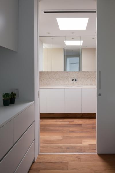 洗面室 (緑と風と光の家)