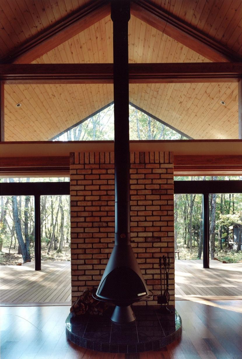 軽井沢の家6 (暖炉、リビング)