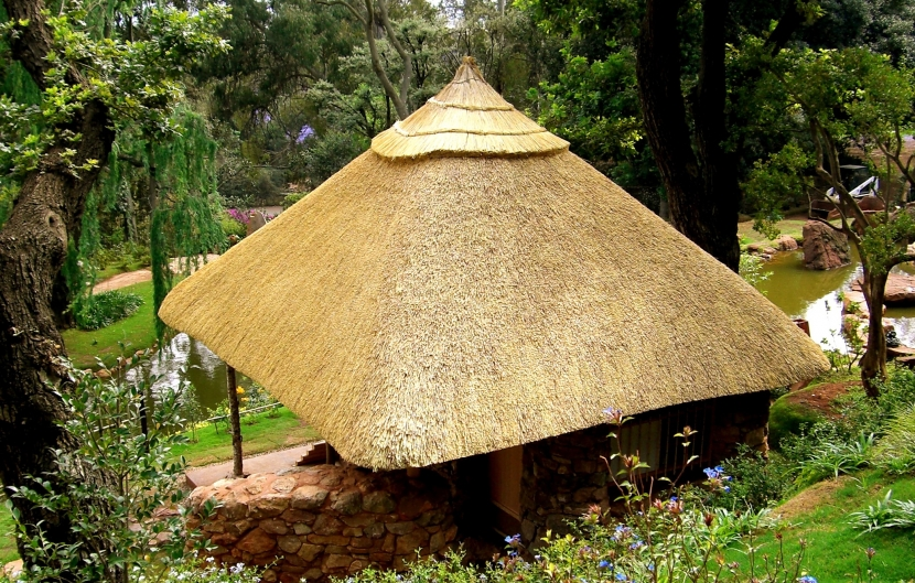 南アフリカの茶室の部屋 茅葺屋根