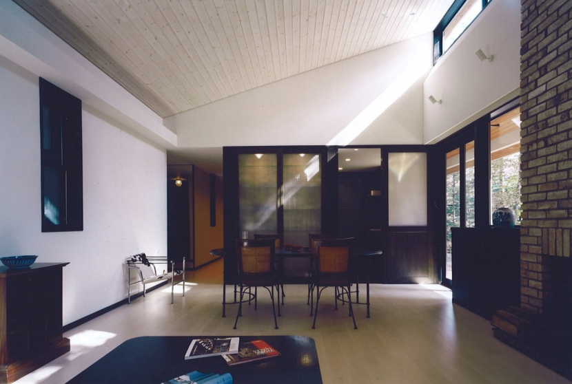軽井沢の家8 (リビングからキッチン)