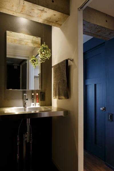 洗面室 (ヴィンテージもモダンもなじむ、ニュートラルな空間)