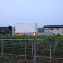デザイン住宅外観いろいろの写真 T-a2 ブドウ畑に浮かぶ白い箱型住宅