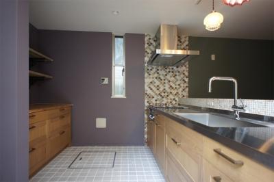 『SPRAY』 ― 螺旋階段 (キッチン1)