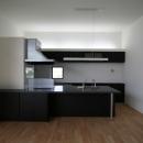 リビングのデザイン・いろいろなあり方の写真 アイランドキッチンのあるダイニング