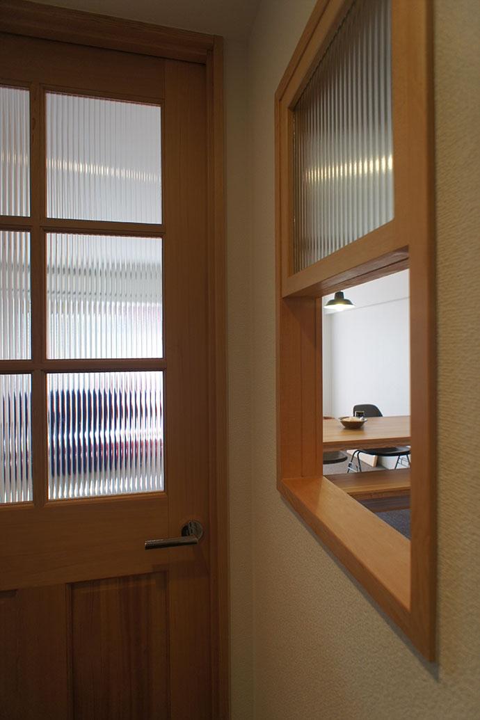 世田谷区S邸~Calm~の写真 上下開閉式室内窓