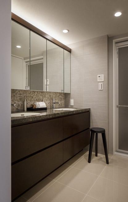 生活感を見せない、ホテルライクな暮らしの部屋 洗面室