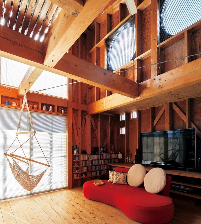建築家:森 大樹/小埜勝久「徹底的に生成りのビルトインガレージハウス/Imさんの家」