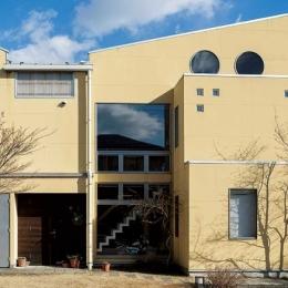 徹底的に生成りのビルトインガレージハウス/Imさんの家 (外観)