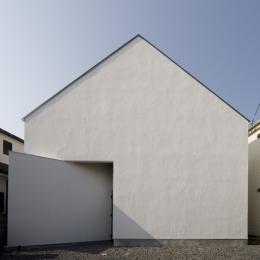 シンプルな家型の外観