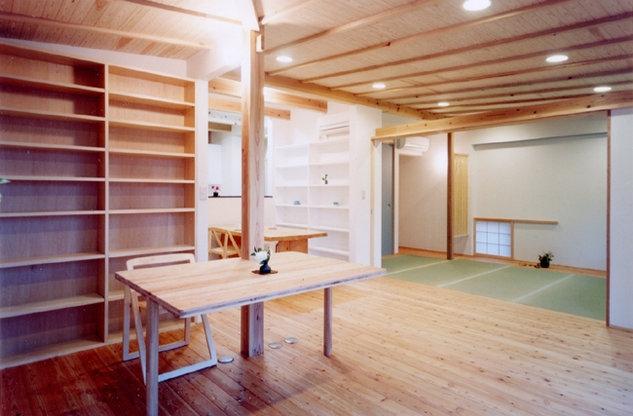 コンパクトハウス/Saさんの家の部屋 建具の計画で機能も心もフレキシブルなリビング