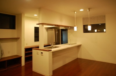 ハーフコートハウス/Okiさんの家 (落ち着いた、単身者の為のダイニングキッチン)