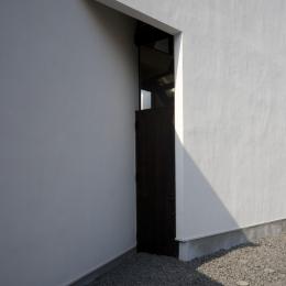 狭小二世帯住宅 OUCHI-01 (玄関ドア)