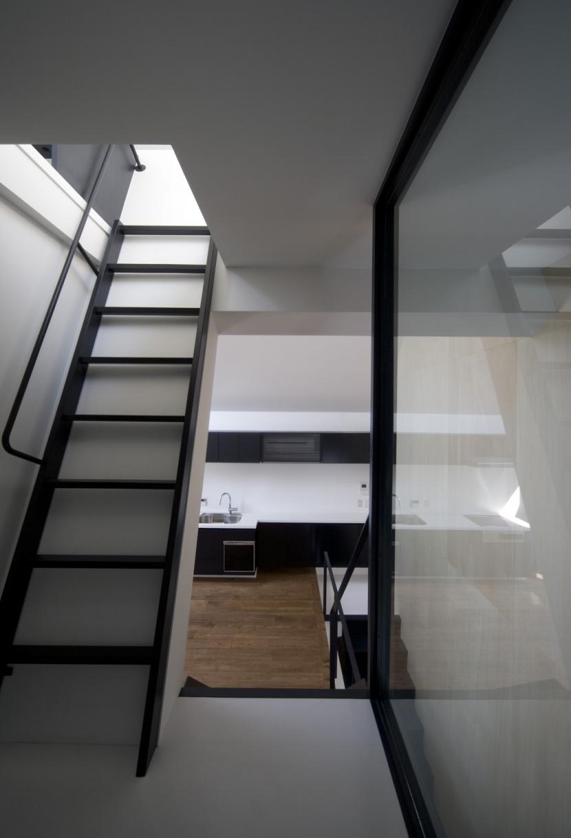 オウチ01・狭小二世帯住宅の部屋 ロフトへの階段