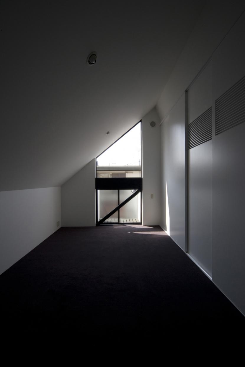オウチ01・狭小二世帯住宅の部屋 若夫婦寝室