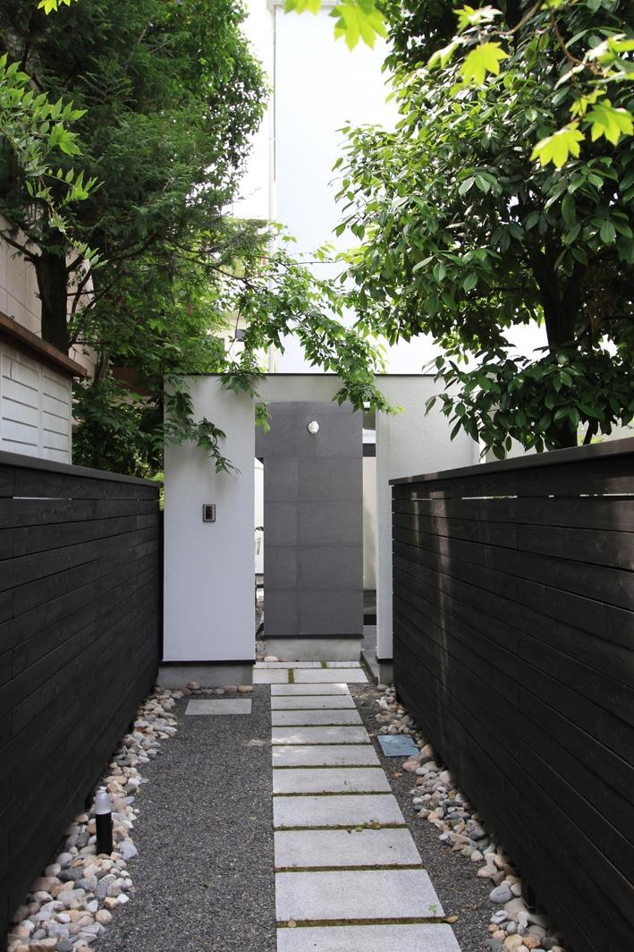 オウチ25・インナーバルコニーの家の部屋 旗竿敷地・アプローチ