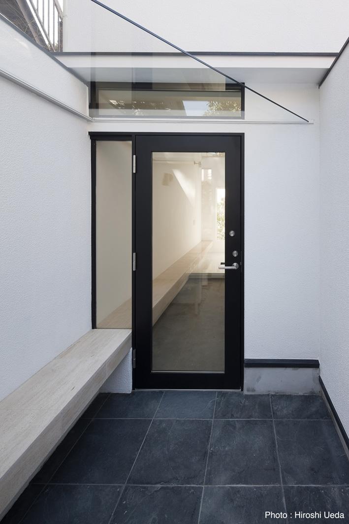 オウチ25・インナーバルコニーの家の部屋 玄関ポーチ