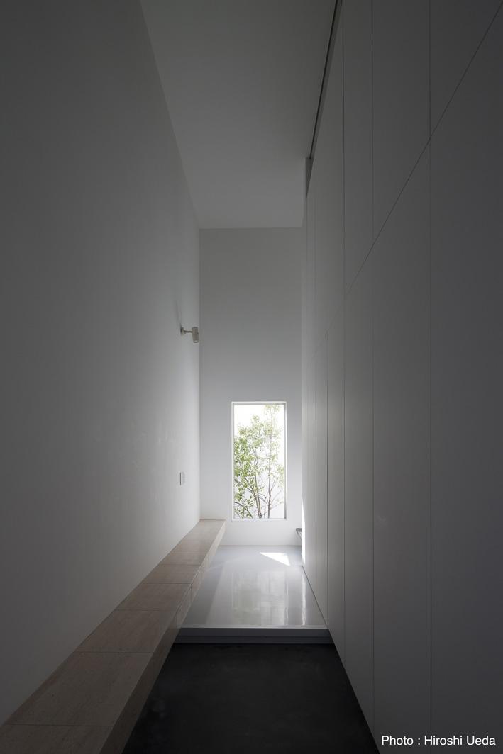 オウチ25・インナーバルコニーの家の部屋 玄関ホール